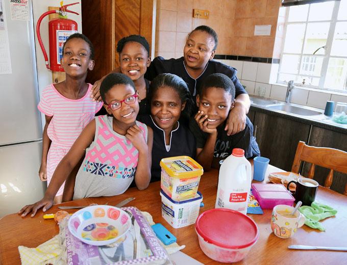 Jede Gruppe wird betreut und versorgt von ein oder zwei Hausmüttern.