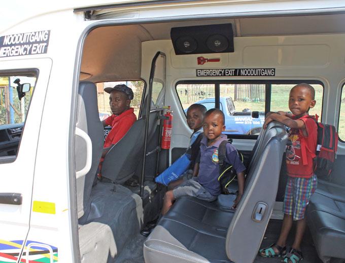Auch für die Schulkinder aus den Townships existiert ein Kleinbus-Transfer, um sie rechtzeitig zum Unterricht zu bringen.