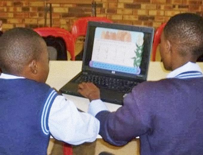 Die meisten Schüler haben nur im Nachmittagsprogramm des Ubuhle die Möglichkeit, ihre Hausaufgaben am PC zu erledigen und im Internet zu recherchieren.