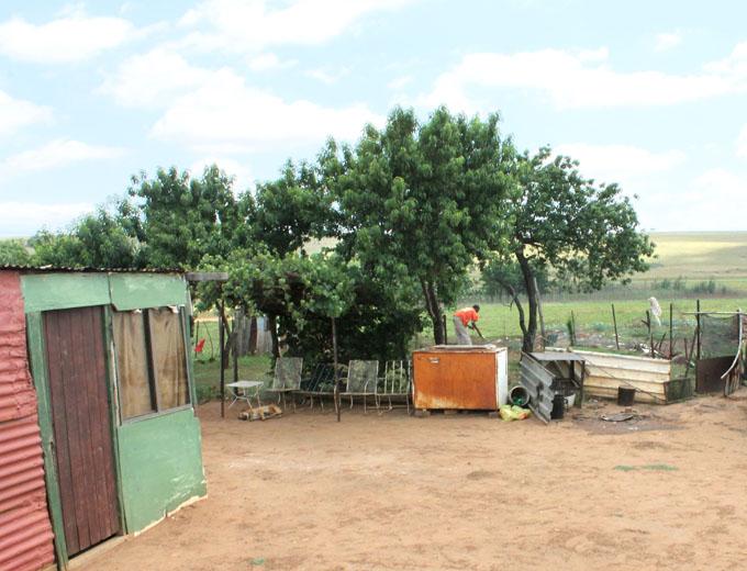 Die Projektzielgruppe, die rund 200 Schülerinnen und Schüler der privat initiierten und geförderten Bildungseinrichtung »Ubuhle«, lebt zum Teil auf abgelegenen Gehöften...