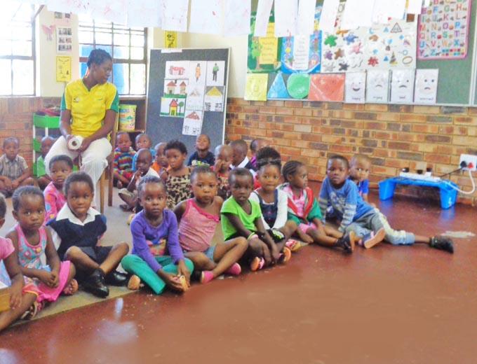Spielerisch wird bereits den Vorschulkindern die englische Sprache nähergebracht. Zusätzlich zur Muttersprache (isiZulu oder isiXhosa) ist das Beherrschen der englischen Sprache in Südafrika wesentliche Voraussetzung für den weiteren Bildungsweg.