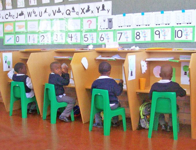 Schülerinnen und Schüler mit cognitiven Beeinträchtigungen (Slow Learner) werden an Einzelplätzen gesondert gefördert.