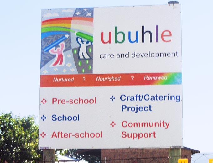 Das Ubuhle-Projekt bietet bedürftigen Kindern in der Umgebung eine Vorschule (Preschool), eine regulären Schulbetrieb von 1. bis 7. Klasse sowie eine Nachmittags- bzw. Hausaufgabenbetreuung (Afterschool).