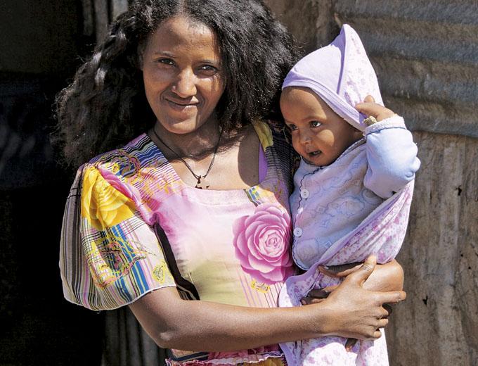 Jungen Frauen und Müttern fehlt meist das handwerkliche und finanzielle Know-how, um dauerhaft eigenes Einkommen zu erwirtschaften, das ihnen und ihren Kindern das Überleben sichert.