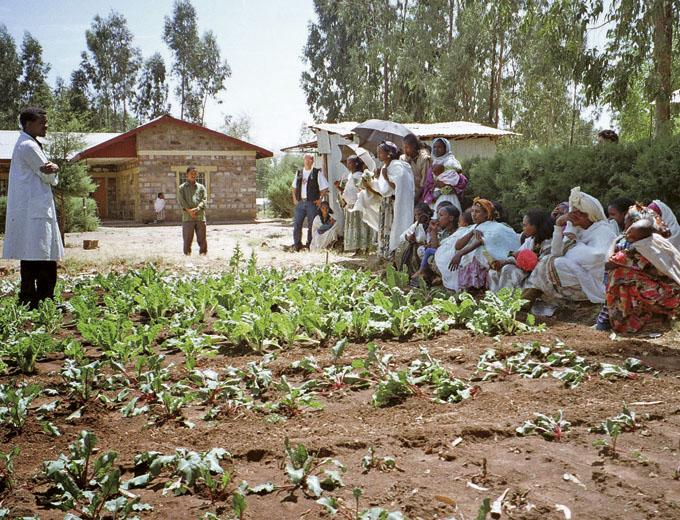 1994 wird ein Lehrgarten angelegt, in dem anschaulich vorgeführt wird, welche Gemüsesorten wichtige Nährstoffe enthalten und wie sie angebaut werden. Ziel ist es, gesündere Alternativen zu den bestehenden Ernährungsgewohnheiten aufzuzeigen.