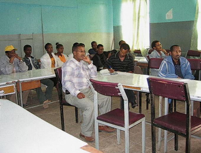 August 2008: Erste Konferenz mit Bürgermeister und Vertretern des regionalen Gesundheitsministeriums zur Strategieplanung (Road Map) für eine geordnete Übergabe des Medizinischen Zentrums an die Stadt Endaselassie.