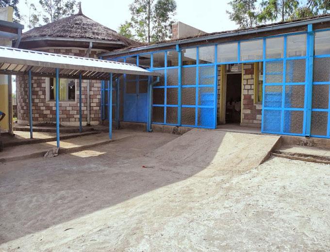 Dritte Bauphase 2012-2013: Um- und Ausbau bestehender Gebäude sowie Neubau einiger Gebäudetrakte für die neuen Aufgaben als künftiges Gesundheitszentrum für die Gesamtbevölkerung in und um Endaselassie.