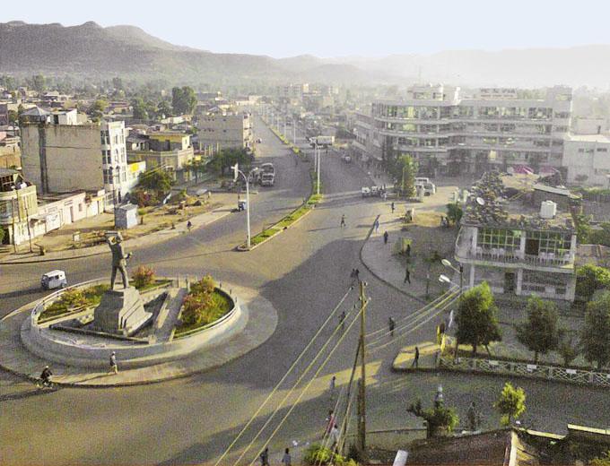 Projektstandort: Endaselassie. Die 1992 noch unterentwickelte Kleinstadt zählt zum Projektstart rund 20.000 Einwohner. Heute ist sie ein prosperierendes Zentrum mit 123.000 Einwohnern in der Stadt und den umliegenden Dörfern.