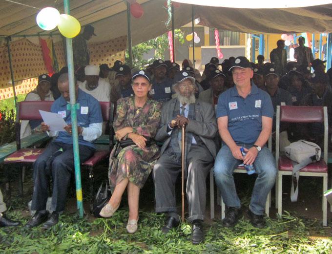 Ehrengast: Rechtsanwalt und Wegbereiter des MCHC Dr. Assefa (Mitte)