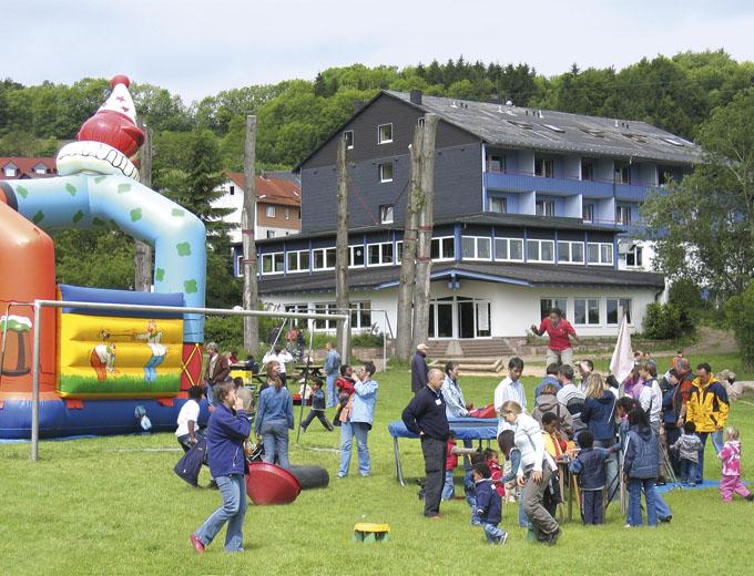 Eltern-Kind-Treffen 2005 in Oberbernhards (Außengelände)