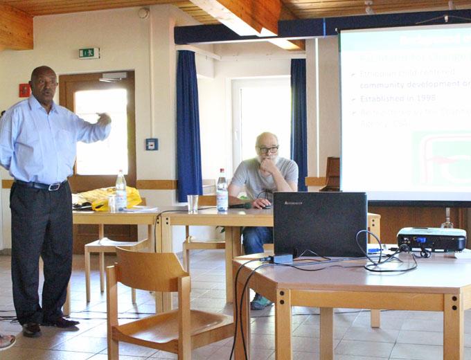 Samstagnachmittag: Ausführliche Präsentation des Straßenkinderprojekts durch Ehrengast...