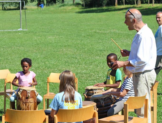 ...bevor der Trommel-Workshop beginnt.