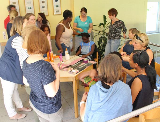 Von großem mütterlichen Interesse: der Haar-Workshop.